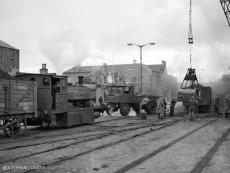 RS 5540 hauls wagons by chain, Aberdeen Harbour, modern H+S regulations still light years away, 18 May 1963