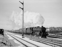 44921 storms past Craiginches Yard with the 11.30 to Buchanan Street, 11 Feb 1960
