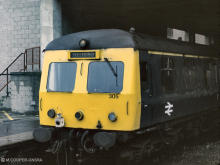Swindon DMU 305 Platform 6 North End Aberdeen Station 1978